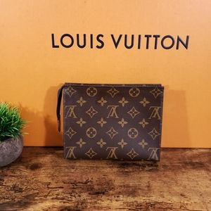 💕Louis Vuitton Toiletry 19 💕